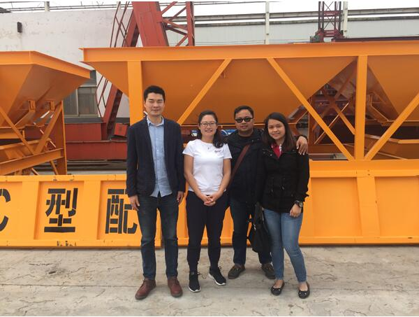 Philippine-customers-come-to-visit-our-factory.jpg
